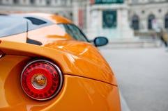 Dra tillbaka av en sportbil Fotografering för Bildbyråer