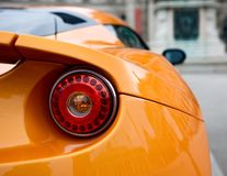 Dra tillbaka av en sportbil Royaltyfri Fotografi
