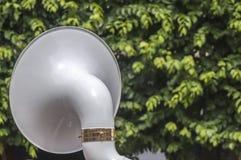 Dra tillbaka av ett sousaphoneinstrument arkivbild