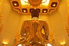Dra tillbaka av guld- buddha Arkivfoto