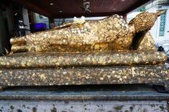 Dra tillbaka av guld- Buddha på Wat Pho Bangkok, Thailand Arkivfoton