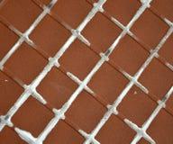 Dra tillbaka av keramiska tegelplattor Arkivbilder