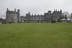 Dra tillbaka av Kilkenny slottjordning, Kilkenny, Co Kilkenny, Irland Arkivfoto