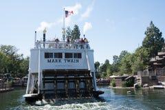 Dra tillbaka av Mark Twain Riverboat på Disneyland, Kalifornien arkivbilder