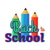Dra tillbaka till skolaaffischen med tre färgrika blyertspennor Royaltyfria Bilder