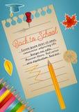 Dra tillbaka till skolabakgrund med anmärkningspapper, blyertspennor, höstsidor och avlägga examen locket vektor illustrationer