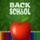 Dra tillbaka till skolabakgrund med klotterbeståndsdelar på den svart tavlan, äpplet och färgrika blyertspennor stock illustrationer