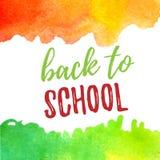 Dra tillbaka till skolabokstävertypografi med gröna och orange vattenfärgborsteslaglängder Vektorillustration för kort Arkivfoto