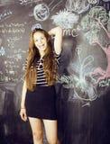 Dra tillbaka till skolan efter sommarsemestrar, gulligt tonårigt Royaltyfri Foto
