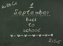 Dra tillbaka till skolan! Inskrift på svart tavla Arkivfoton