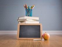 Dra tillbaka till skolan med äpplet och svart tavla Arkivfoto