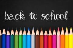 Dra tillbaka till skolan som är skriftlig på den svarta svart tavlan Royaltyfri Fotografi