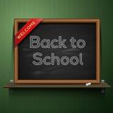 Dra tillbaka till skolan, svart tavla på hyllan Royaltyfri Fotografi