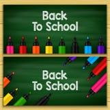 Dra tillbaka till skolatitelord som är skriftliga i en svart tavla med uppsättningar av markörer vektor illustrationer
