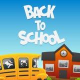 Dra tillbaka till skolbussen och en byggnad Royaltyfri Bild
