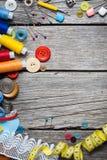 Draad en het naaien stock foto