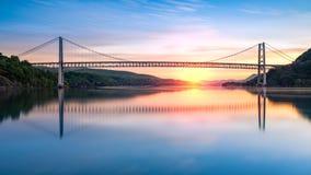 Draag Bergbrug bij zonsopgang stock afbeeldingen