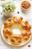 Draag broodjes Aanbiddelijk draag belachelijk trekkracht-apart gevormde melk bre stock afbeeldingen