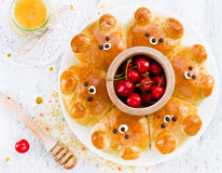 Draag broodjes Aanbiddelijk draag belachelijk trekkracht-apart gevormde melk bre royalty-vrije stock foto