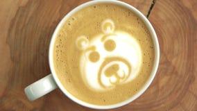 Draag latte art. stock footage