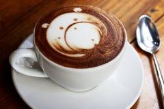 Draag latte kunstkoffie Royalty-vrije Stock Fotografie