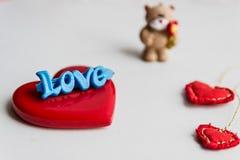 Draag met hart De dag van de valentijnskaart Stock Afbeelding