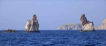 Draag rotsvormingen van Milos royalty-vrije stock afbeelding