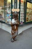 Draag standbeeld in actie in Interlaken Stock Afbeeldingen