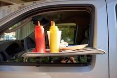 Draagbare autolijst met specerijen bij meeneem stock afbeeldingen