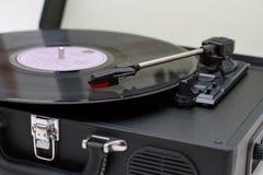 Draagbare draaischijf vinylplatenspeler royalty-vrije stock afbeeldingen