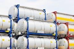 Draagbare olie en chemische opslagtanks stock afbeeldingen