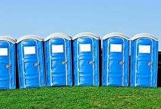Draagbare toiletten Stock Fotografie