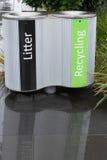 Draagstoel en recyclingsbakken Stock Afbeeldingen