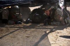 Draagstoelgevecht medische opleiding camillaje Stock Fotografie