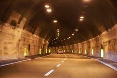 Draai in de tunnel stock foto's