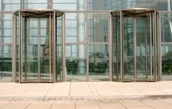 Draaiende glasdeuren Stock Foto