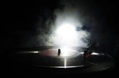 Draaischijf vinylplatenspeler Retro audiomateriaal voor deejay Correcte technologie voor DJ om muziek te mengen te spelen Het vin stock afbeeldingen