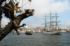Draak en schip-Vaart Stock Afbeelding
