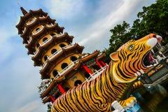 Draak en Tiger Pagodas, Lotus-vijver, Taiwan royalty-vrije stock fotografie