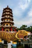 Draak en Tiger Pagodas, Lotus-vijver, Taiwan royalty-vrije stock afbeelding
