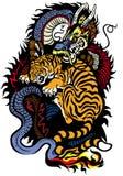 Draak en tijger het vechten Stock Afbeelding