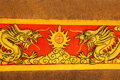 Draak op tempelmuur Wat Khao ISan (Thepprathan) Stock Afbeelding