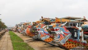 Draakboten bij de Parfumrivier in Hue Vietnam stock foto