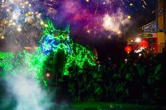Draakdans voor een maan nieuwe jaarviering die wordt uitgevoerd Royalty-vrije Stock Afbeeldingen