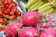 Draakfruit, aardbei en banaan Royalty-vrije Stock Fotografie