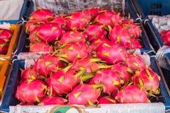 Draakfruit in de markt Royalty-vrije Stock Afbeeldingen