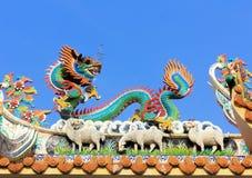 Draakstandbeeld op de tempel van China Royalty-vrije Stock Foto