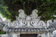 Draakstandbeelden in Wat Pho in Bangkok Stock Afbeeldingen