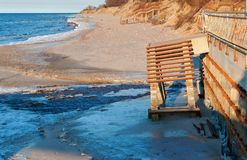 Drabina morze niszczący denny element psuł drabinowego spadek morze denny wybrzeże po burzy Zdjęcie Stock
