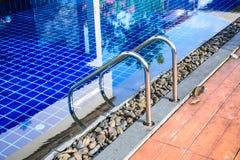 Drabina przy Pływackim basenem Obrazy Stock